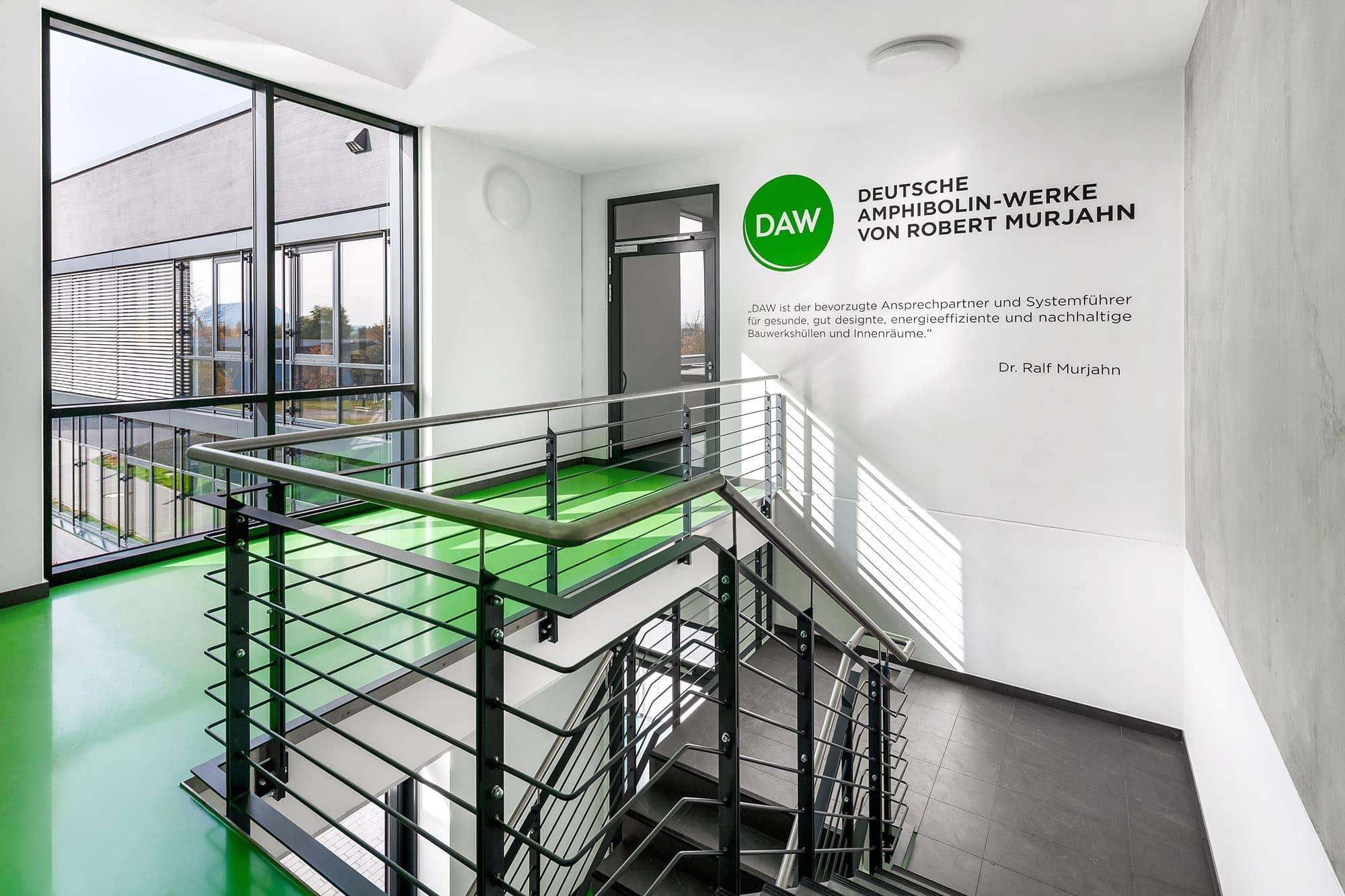 moderne architekturfotografie im mehrschichtverfahren. flur im neuen technikum der firma alsocco in thüringen.